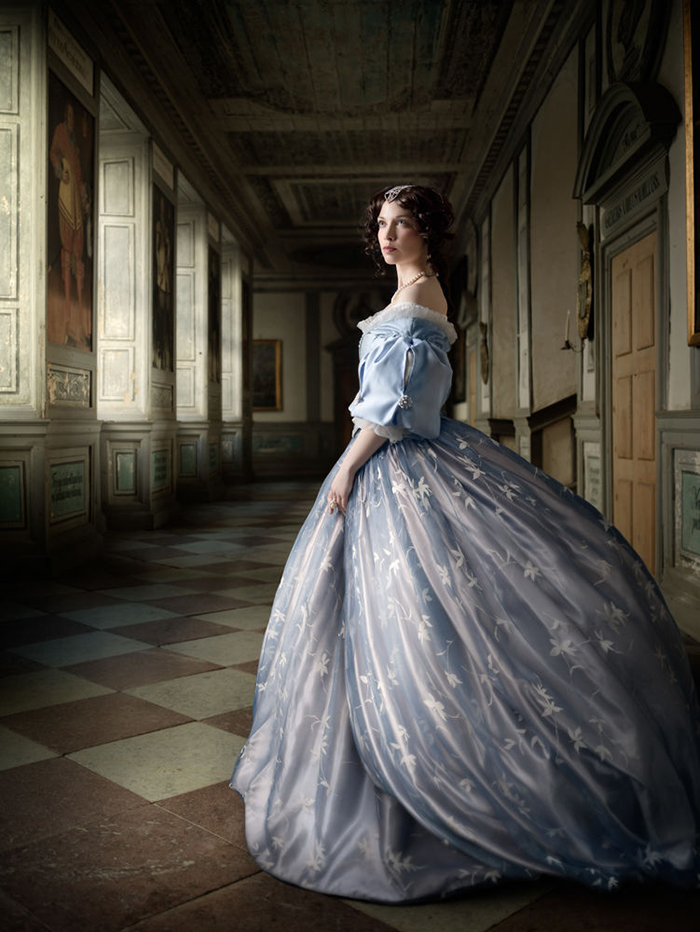 Profoto-Pro-B4-Alexia-Sinclair-A-Frozen-Tale-The-Portrait-Hall.jpg